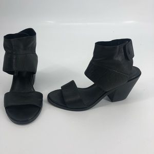 Eileen Fisher Art leather ankle city sandal 7 EUC